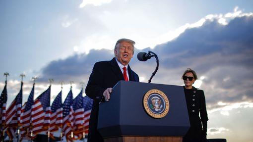 Poslední hodiny Donalda Trumpa ve funkci 45. prezidenta USA.