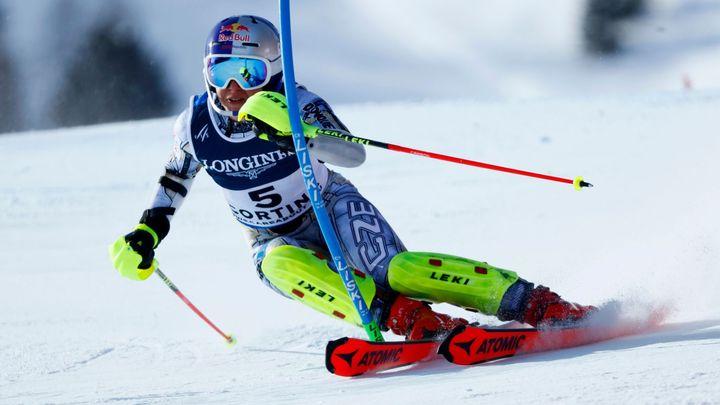 Ledecká má osmé místo z kombinace. Skoro polovina závodnic nedokončila ledový slalom