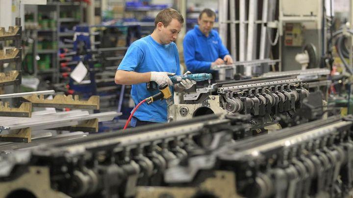 Ceny ve výrobě a službách klesají, hlásí statistici