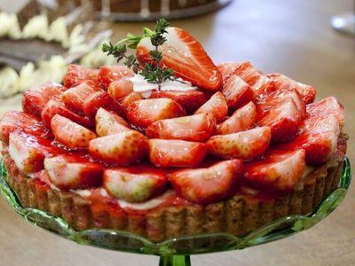V jednoduchosti je síla: Recept na piškotový dort s jahodami ze 6 surovin