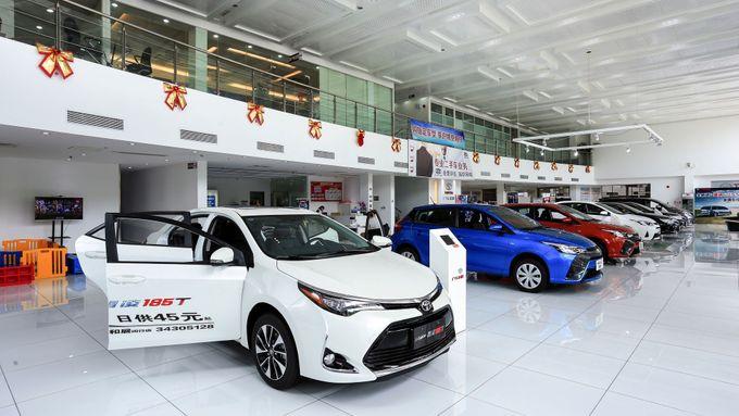 Odhady z čínského trhu s automobily: Po tvrdém pádu již druhý měsíc opět roste