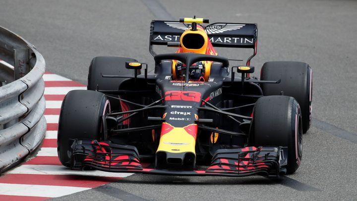 Zatáčky svědčí Red Bullu. Jeho jezdci ovládli úvodní tréninky na Velkou cenu Monaka