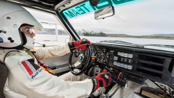 Video: Mistr světa Stig Blomqvist předvádí jízdu lesem