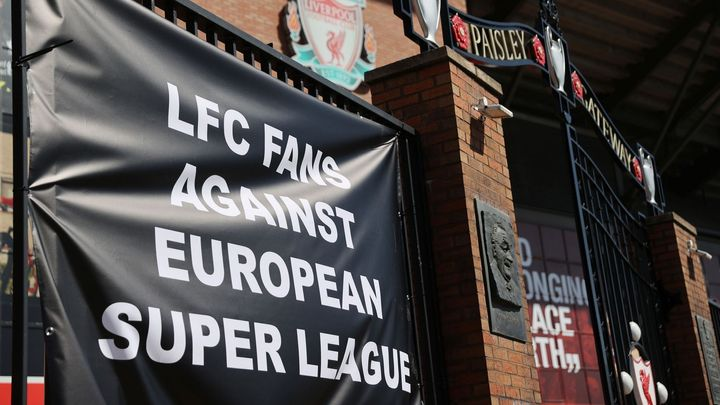"""""""Zaslužte si to na hřišti."""" Leeds odsoudil superligu, fanoušci Liverpoolu se stydí"""