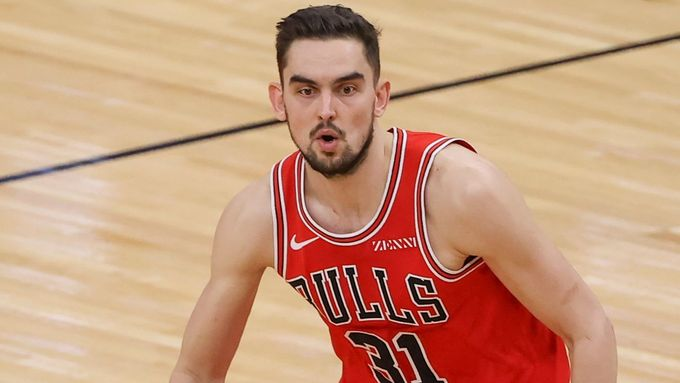 Feb 8, 2021; Chicago, Illinois, USA; Chicago Bulls guard Tomas Satoransky (31) brings the ball up court against the Washington Wizards during the first half of an NBA gam