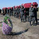 Hledá na Ukrajině mrtvé. Je to horší než válečná vřava, říká