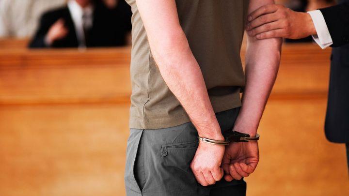 Schvaloval na internetu terorismus, soud ho za to poslal na šest let za mříže