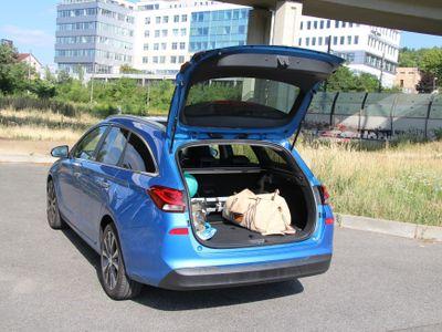 Vyzkoušeli jsme nový kombík Hyundai i30 z Nošovic. Projděte si porovnání s konkurenty