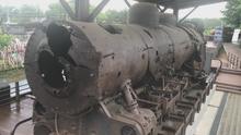 Rozstřílená lokomotiva z války, ale i nové nádraží. Reportáž z hranice Severní Koreje