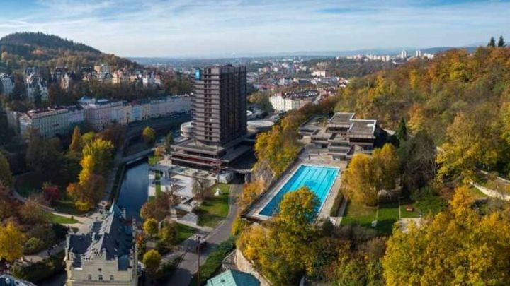 Bazén hotelu Thermal je na prodej, zůstává ale zavřený