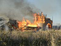 Příčinu požáru v ateliérech na Barrandově určí experti, oheň byl vidět na kilometry daleko