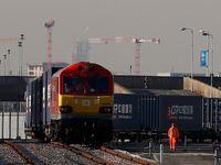Levnější než letadlo a rychlejší než loď. Čína otevřela Hedvábnou stezku vlakem do Londýna
