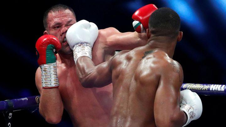 Knockout v 9. kole. Joshua jasným vítězstvím uhájil pásy proti bulharskému vyzyvateli