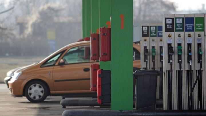 Ceny benzinu a nafty překonaly 32 korun, nejdražší je Praha