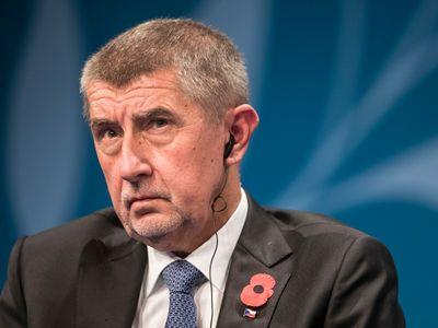 Živě: Premiér Babiš je zpět v Česku, s koaliční ČSSD bude jednat brzy ráno