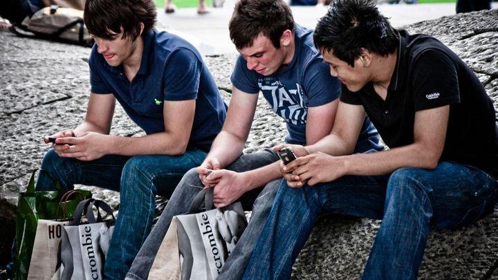 Internet v mobilu loni používalo na 2,5 milionu Čechů