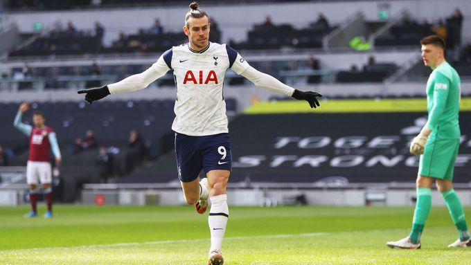 Na zoufalé Lišky si po Slavii vyšlápl i Arsenal. V dresu Spurs konečně zářil Bale