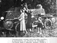 Fotky: Češka projela železnou oponou v tanku za svou láskou. Tak vypadala její cesta