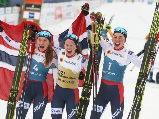 MS v klasickém lyžování 2021, medailistky z premiérového závodu sdruženářek: Marte Leinanová Lundová (vlevo), Gyda Westwoldová Hansenová a Mari Leinanová Lundová.