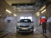 Deset rad týkajících se mytí auta v zimě. Nenechte vyhrát korozi a předejděte šmouhám i škrábancům