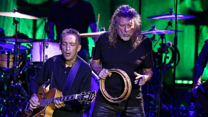 Rockový bůh z olověné vzducholodi slaví 70. Připomeňte si milníky Roberta Planta, hlasu Led Zeppelin