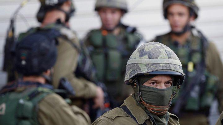 Palestinec v osadě na Západním břehu ubodal tři Izraelce