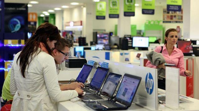 ab8bae0af Největšímu e-shopu hrozí milionová pokuta za prodej o svátku. Trik zkusilo  i knihkupectví