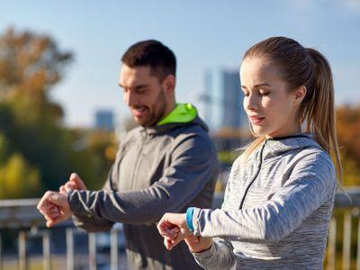Deset tisíc kroků denně je nesmysl, tvrdí vědci. Fitness náramky mohou nadělat víc škody než užitku