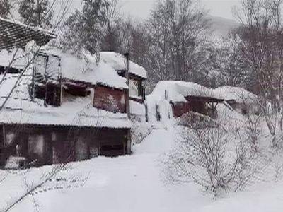 Pomozte, umíráme zimou. Záchranářům přišly SMS zprávy z hotelu, který smetla lavina