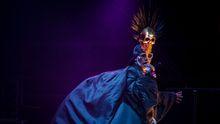 Převleková show na Colours: Grace Jonesová, lvice cenící zuby a symbol emancipované ženy