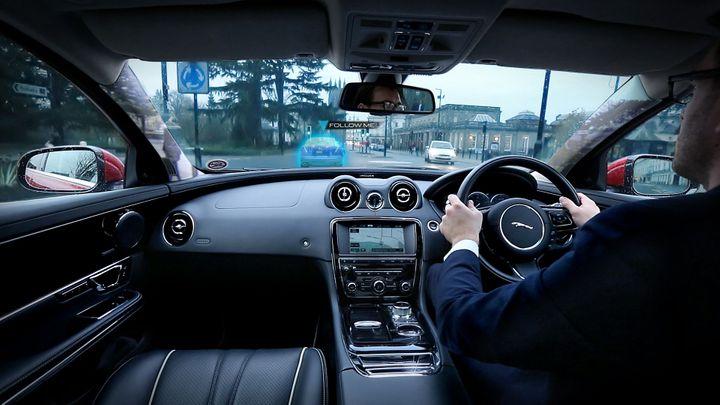 Jaguary a Land Rovery budou mít průhledné sloupky karosérie