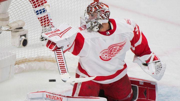 Brankář Mrázek jde v NHL z Detroitu k Flyers, bude Neuvirthovým konkurentem