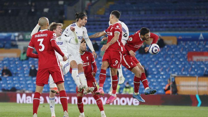 Liverpool ztratil výhru v Leedsu v závěru. Utkání provázely protesty proti superlize