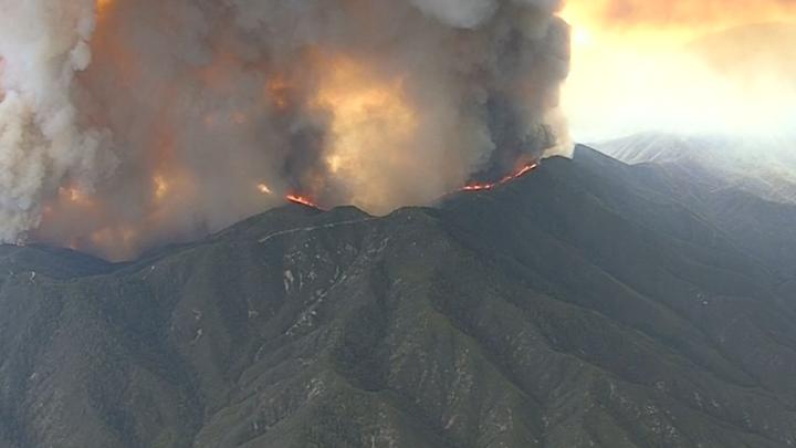 Kalifornští hasiči ohlásili úspěch v boji s největším požárem