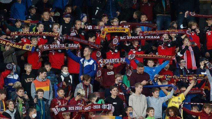 Bučení na Spartě začne řešit i UEFA, zahájila vyšetřování chování dětí v hledišti; Zdroj foto: Reuters