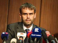 ÚOOZ nabídl obviněné peníze. Nepřijatelné a zřejmě trestné, říká právník Sokol