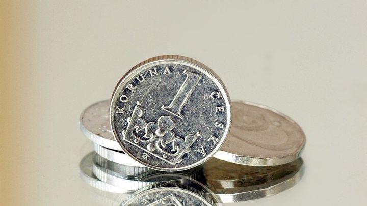 Měnové intervence ČNB mohou skončit i později
