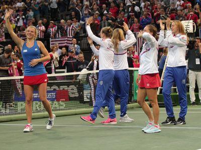 Ocenili Keninovou, ukázali sportovního ducha. Čeští tenisoví fanoušci sklízí potlesk