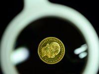 Padělané mince s českým granátem. Mincovní obchod opět klame lidi a je agresivní