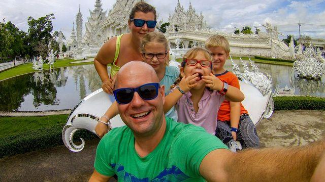 249fd02ce71 Česká rodina s třemi dětmi rozprodala věci a od té doby cestuje po ...