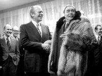 Brežněv se chlubil bobřím kožichem i digitálními hodinkami. Byl ale skutečně bohatý?