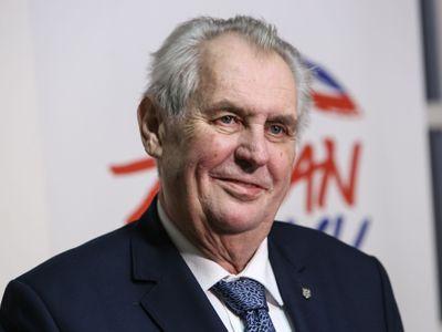 Deset otázek pro prezidenta Miloše Zemana, na které DVTV nikdy neodpověděl