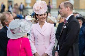 79e31ab8ec5b Kate v růžové. Vévodkyně ohromila na královnině zahradní party