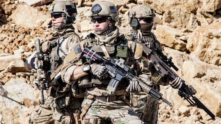 Klíčová bitva o Afghánistán. Američané čekají na útok džihádistů, IS neodradila ani matka všech bomb