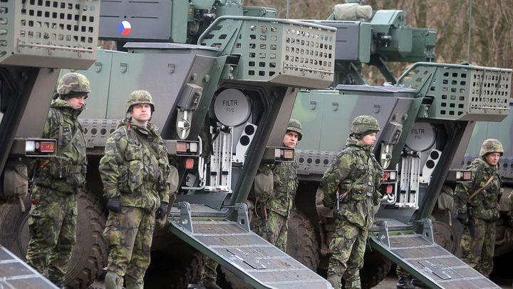 Český Excalibur bude vyrábět pandury, získal na to licenci