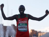 Nadvláda Kamworora. Keňský běžec je potřetí za sebou mistrem světa v půlmaratonu