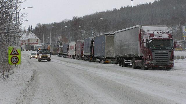 3d6b655d8 Sníh komplikuje dopravu na Vysočině. V kopcích uvízlo několik kamionů