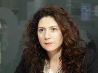 Čekáme velké vůdce, kteří za nás všechno vyřeší, říká herečka Issová