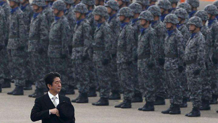 Japonský premiér Šinzó Abe skončil ve funkci, vystřídá ho Suga