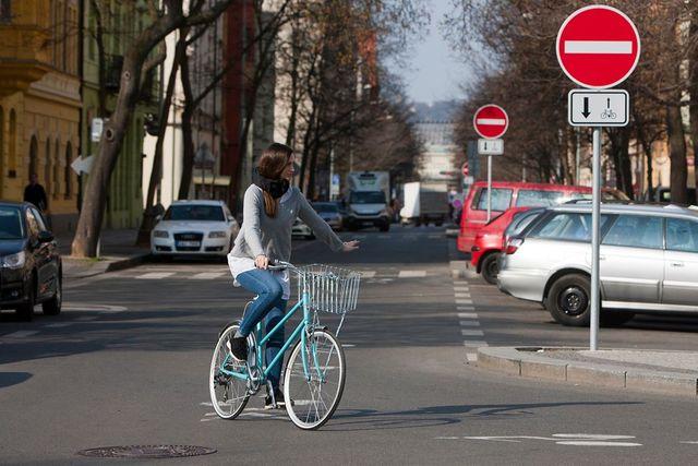 Městská cyklistika je v České republice stále populárnější.